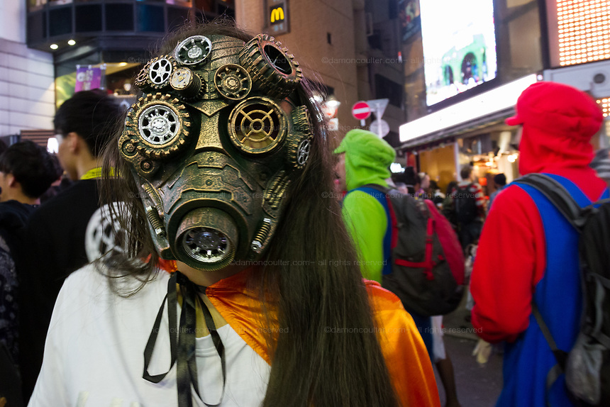 A steam-punk mask costume during the Halloween celebrations Shibuya, Tokyo, Japan. Saturday October 27th 2018. The celebrations marking this event have grown in popularity in Japan recently. Enjoyed mostly by young adults who like to dress up, drink , dance and misbehave in parts of Tokyo like Shibuya and Roppongi. There has been a push back from Japanese society and the police to try to limit the bad behaviour.
