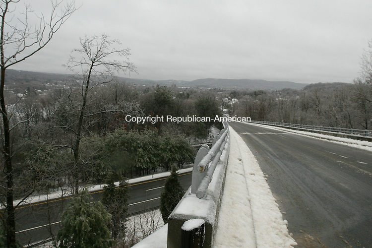 HARWINTON, CT - 7 January, 2009 -  010709MO03 -  A view from the bridge that carries Twenty Four Bumper Road over Route 8 in Torrington. Ice made the steep hill slick despite treatment, while the highway was merely wet during the afternoon hours. Jim Moore Republican-American.