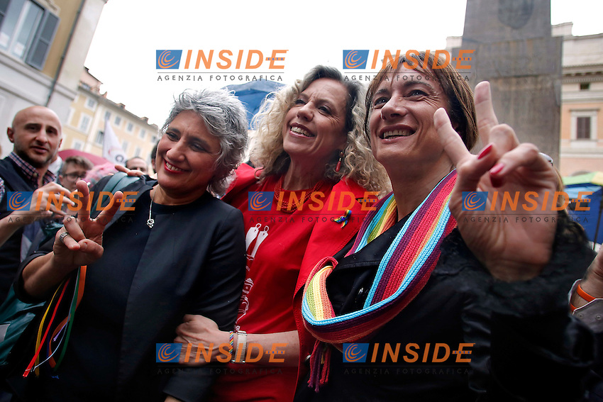 Anna Paola Concia, Monica Cirinna' e Vladimir Luxuria<br /> Roma 11-05-2016. Piazza Montecitorio. Manifestazione in favore dei diritti civili mentre alla Camera si tiene il voto finale sul DDL Unioni Civili.<br /> Rome 11th May 2016. Demonstration for Civil Rights while at the Lower Chamber takes place the final vote for the Civil Unions.<br /> Photo Samantha Zucchi Insidefoto