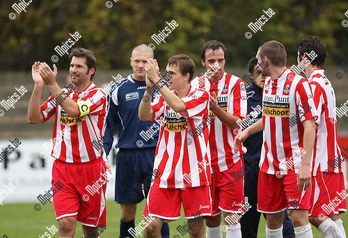 2009-10-18 / Voetbal / seizoen 2009-2010 / Willebroek-Meerhof - Hoogstraten VV / Hoogstraten viert de ruime zege..Foto: mpics