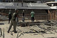 RIO DE JANEIRO - RJ -17/07/2013 - Movimentacao na montagem do palco quer sera usado na Jornada Mundial da Juventude JMJ em Copacabana zona sul da cidade do Rio de Janeiro, nesta quarta-feira, 17.  Foto: Fabio Teixeira / Brazil Photo press