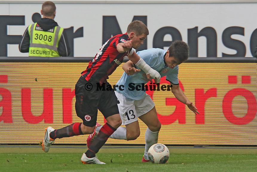 Ja-Cheol Koo (Mainz) gegen Sebastian Jung (Eintracht) - Eintracht Frankfurt vs. 1. FSV Mainz 05