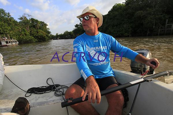 Dauberson, Eduardo Ramos de Andrade, Paolo Carlucci, Rose e Paulo Santos, passeiam pelo rio Guam&aacute; no veleiro Shark.<br /> Bel&eacute;m, Par&aacute;, Brasil.<br /> Foto Paulo Santos<br /> 20/08/2016