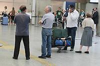 Rio de Janeiro (RJ), 13/03/2020 - Aeroporto-Rio - Movimentacao de passageiros no Aeroporto Tom Jobim no Galeao no desembarque muitos passageiros usando mascaras de protecao para nao ser infectado pelo Coronavirus.. (Foto: Celso Barbosa/Codigo 19/Codigo 19)