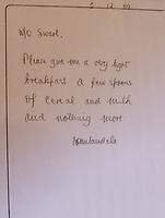 Jack Swart war der letzte Gefängniswächter von Nelson Mandela. Hier die Kopie einer handschriftlichen Notiz von Mandela an Swart in dem Haus im Drakenstein-Gefängnis in der Nähe von Paarl, Südafrika