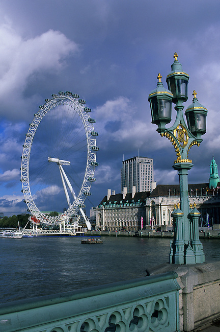 GREAT BRITAIN, LONDON, RIVER THAMES, 'EYE OF LONDON', FERRIS WHEEL, WESTMINISTER BRIDGE LAMP POST