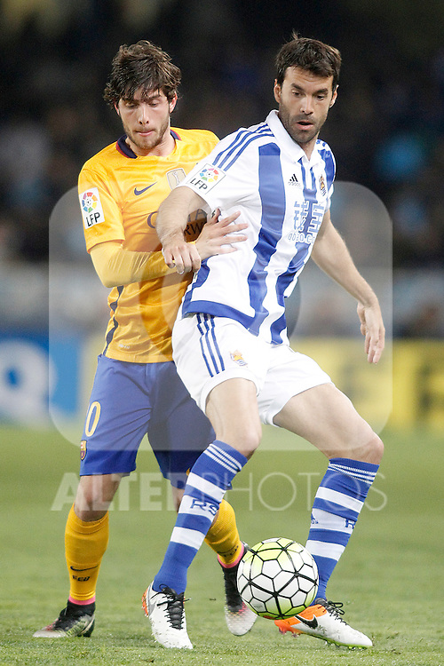 Real Sociedad's Xabi Prieto (r) and FC Barcelona's Sergi Roberto during La Liga match. April 9,2016. (ALTERPHOTOS/Acero)