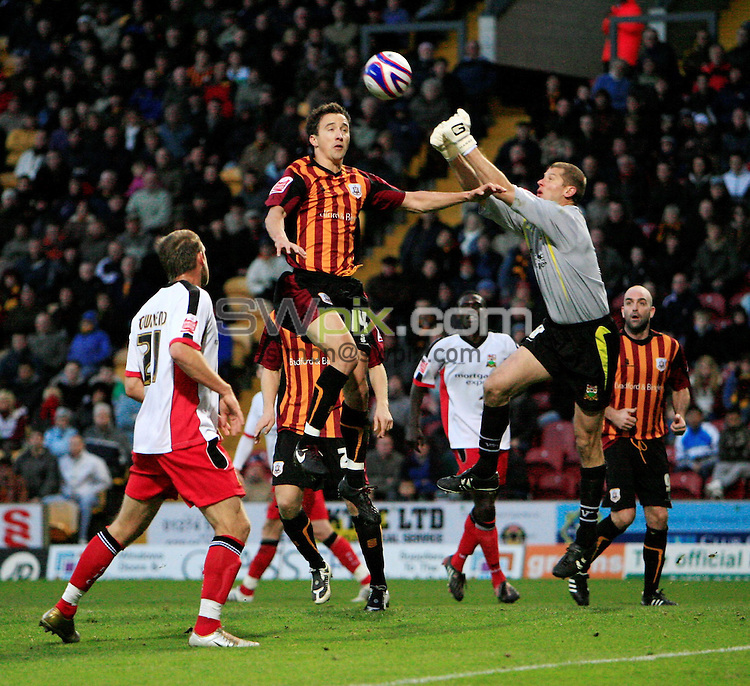 Pix: Chris Mangnall/SWpix.com, Football   Coca-Cola Division Two. 01/11/08. Bradford City v Barnet....picture copyright>>Simon Wilkinson>>07811267 706>>....Brabford's Michael Boulding beaten to the Ball by Barnet's keeper Lee Harrison