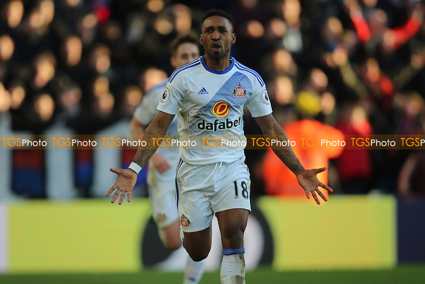 Jermain Defoe of Sunderland scores third goal and celebrates during Crystal Palace vs Sunderland AFC, Premier League Football at Selhurst Park on 4th February 2017