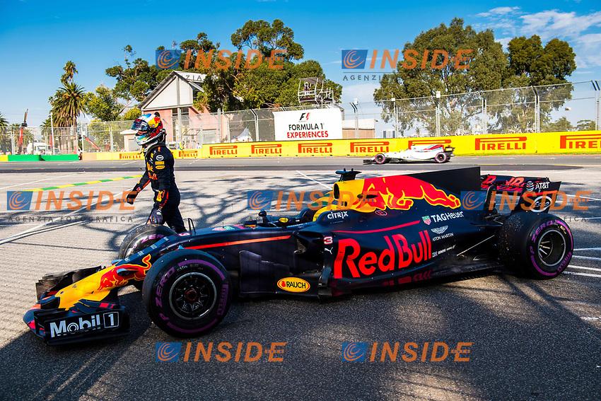 Daniel Ricciardo (AUS) Red Bull Racing RB13 retires from the race at Formula One World Championship, Rd1, Australian Grand Prix, Race, Albert Park, Melbourne, Australia, Sunday 26 March 2017.<br /> Foto Sutton/Panoramic/Insidefoto