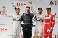 SHANGHAI, CHINA, 20.04.2014 - FORMULA 1 - GP DA CHINA -   O piloto da Mercedes, o britânico Lewis Hamilton 3 a direita comemora vitória no GP da China de Fórmula 1, realizada no circuito internacional de Xangai, neste domingo, 20. (Foto: Pixathlon / Brazil Photo Press).