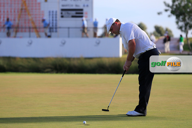 Chris Doak (SCO) putts on the 18th green during Saturday's Round 3 of the 2013 Portugal Masters held at the Oceanico Victoria Golf Club. 12th October 2013.<br />