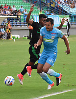 MONTERIA - COLOMBIA, 22-04-2018: Eder Steer (Der) jugador de Jaguares FC disputa el balón con Darwin Andrade (Izq) jugador de Deportivo Cali durante partido por la fecha 17 de la Liga Águila I 2018 jugado en el estadio Municipal de Montería. / Eder Steer (R) player of Jaguares FC vies for the ball with Darwin Andrade (L) player of Deportivo Cali during a match for the date 17 of the Liga Aguila I 2018 at the Municipal de Monteria Stadium in Monteria city. Photo: VizzorImage / Andres Felipe Lopez / Cont