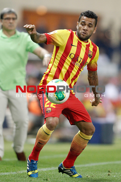 FC Barcelona's Daniel Alves during Supercup of Spain 1st match.August 21,2013. Foto © nph / Acero)