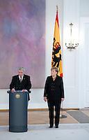 Berlin, Bundeskanzlerin Angela Merkel (CDU) und Bundespr&auml;sident Joachim Gauck am Dienstag (17.12.13) im Schloss Bellevue bei der &Uuml;bergabe der Ernennungsurkunden.<br /> Foto: Steffi Loos/CommonLens