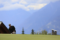 Marcus Fraser (AUS) chips onto the 7th green during Sunday's Final Round of the 2017 Omega European Masters held at Golf Club Crans-Sur-Sierre, Crans Montana, Switzerland. 10th September 2017.<br /> Picture: Eoin Clarke | Golffile<br /> <br /> <br /> All photos usage must carry mandatory copyright credit (&copy; Golffile | Eoin Clarke)