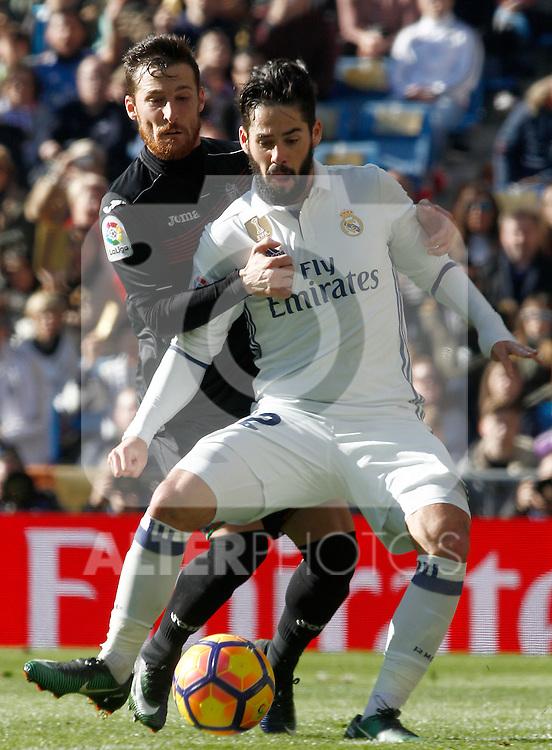 Real Madrid's Isco Alarcon (r) and Granada CF's Tito Roman during La Liga match. January 7,2016. (ALTERPHOTOS/Acero)