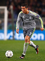 Calcio, andata degli ottavi di finale di Champions League: Roma vs Real Madrid. Roma, stadio Olimpico, 17 febbraio 2016.<br /> Real Madrid's Cristiano Ronaldo in action during the first leg round of 16 Champions League football match between Roma and Real Madrid, at Rome's Olympic stadium, 17 February 2016.<br /> UPDATE IMAGES PRESS/Riccardo De Luca