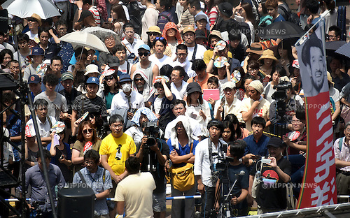 July 2, 2016, Tokyo, Japan - A huge crowd turns out to a street rally of a candidate running for the July 10 upper house election from the?People's Life Party?& Taro Yamamoto and Friends?in the world-famous scramble crossing of Tokyos Shibuya under the scorching sun on Saturday, July 2, 2016. (Photo by Natsuki Sakai/AFLO) AYF -mis-