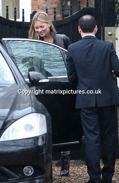 NON EXCLUSIVE PICTURE: MATRIXPICTURES.CO.UK.PLEASE CREDIT ALL USES..WORLD RIGHTS..English model Kate Moss Leaving is spotted looking fresh-faced while leaving her London home...MARCH 8th 2013..REF: WTX 131538