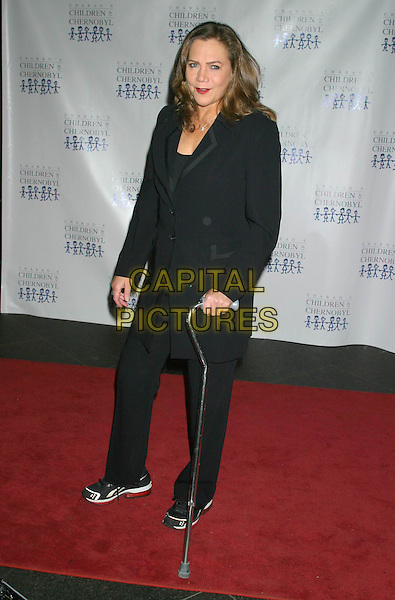 KATHLEEN TURNER.Children at The Heart Benefit for the Children of Chernobyl.Pier 60 Chelsea Piers, New York City, New York, USA,.November 22nd 2004..full length injured foot crutches injury.Ref: IW.www.capitalpictures.com.sales@capitalpictures.com.©Capital Pictures.