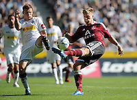 FUSSBALL   1. BUNDESLIGA   SAISON 2011/2012    7. SPIELTAG Borussia Moenchengladbach - 1. FC Nuernberg         24.09.2011 Tony JANTSCHKE (li, Moenchengladbach) gegen Alexander ESSWEIN (re, Nuernberg)