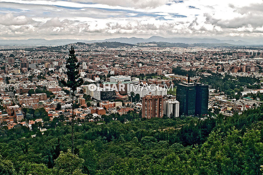 Prédios na cidade de Bogotá. Colombia. 2004. Foto de Ricardo Azoury.