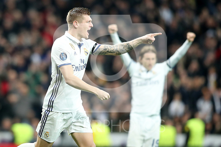 Real Madrid's Toni Kroos (l) and Luka Modric celebrate goal during Champions League 2016/2017 Round of 16 1st leg match. February 15,2017. (ALTERPHOTOS/Acero)