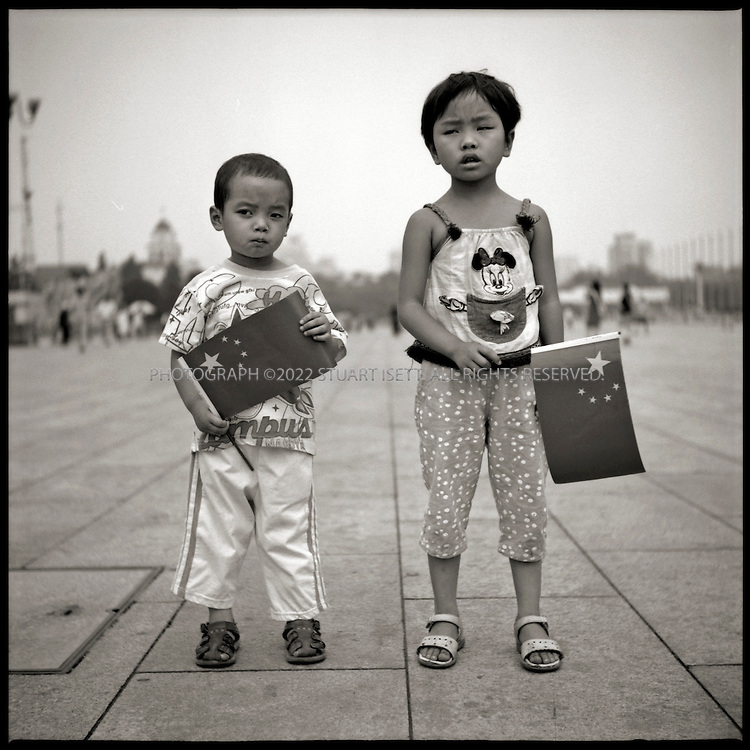 6/26/2005--Beijing, China..Wang Dian, 5, (right) and her brother, Wang Siyuan, 4, from Chongqing on Tiananmen Square. ..Photograph By Stuart Isett.All photographs ©2005 Stuart Isett.All rights reserved.