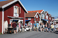 Sweden, Vaestra Goetaland County, Smoegen: Boutique shopping on Smoegen Island | Schweden, Vaestra Goetalands laen, Smoegen: Einkaufen in Smoegen auf der gleichnamigen Insel