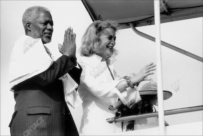 Kofi ANNAN.with wife Nane, departure from Hyderbad airport..India.March 2001