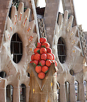 Basket of fruits, pinnacle of the high windows of the incomplete Glory façade, considered as the most impressive front of the church by Gaudí. La Sagrada Familia, Barcelona, Catalonia, Spain, Roman Catholic basilica, built by Antoni Gaudí (Reus 1852 ? Barcelona 1926) from 1883 to his death. Picture by Manuel Cohen
