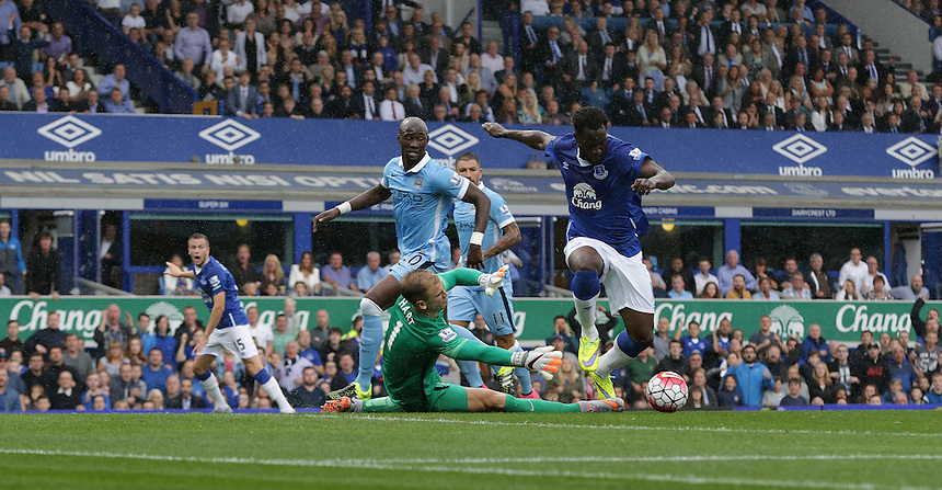 Everton's Romelu Lukaku squanders a chance one on one with Manchester City's goalkeeper Joe Hart<br /> <br /> Photographer Stephen White/CameraSport<br /> <br /> Football - Barclays Premiership - Everton v Manchester City - Sunday 23rd August 2015 - Goodison Park - Liverpool<br /> <br /> &copy; CameraSport - 43 Linden Ave. Countesthorpe. Leicester. England. LE8 5PG - Tel: +44 (0) 116 277 4147 - admin@camerasport.com - www.camerasport.com