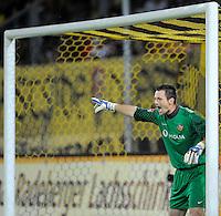 Fussball, 2. Bundesliga, Saison 2011/12, SG Dynamo Dresden - Vfl Bochum, Montag (12.09.11), gluecksgas Stadion, Dresden. Dresdens Torwart Dennis Eilhoff gestikulierend.