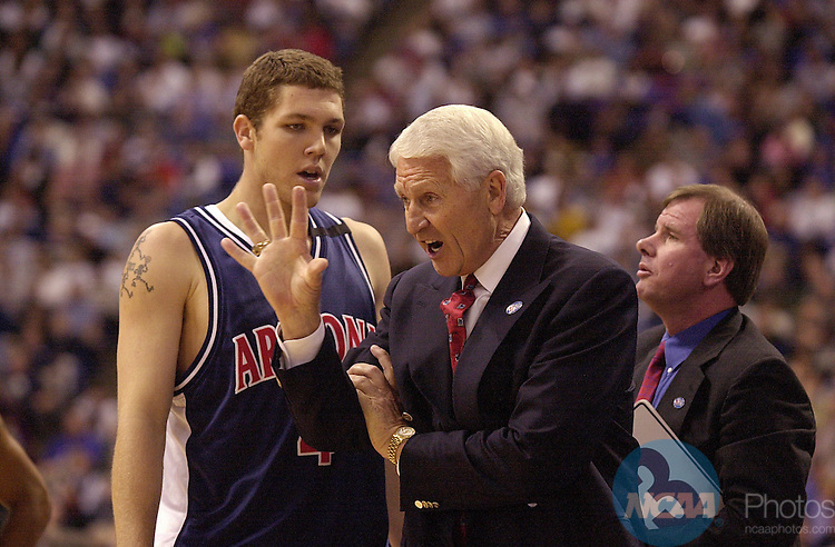 31 MAR 2001:  University of Arizona Head Coach Lute Olsen gives some instructions to Luke Walton (4) during the Division 1 semifinal game of the Men's Final Four Basketball Championship held at the Hubert H. Humphrey Metrodome in Minneapolis, MN. Arizona defeated Michigan St. 80-61 to advance to the Championship game. Ryan McKee/NCAA Photos.DIGITAL IMAGE ONLY