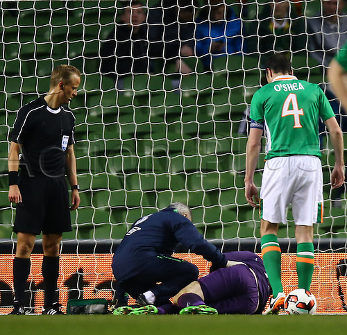 29.03.2016. Aviva Stadium, Dublin, Ireland. International Football Friendly Rep. of Ireland versus Slovakia. Rob Elliot (Rep. of Ireland) gets medical attention as John O'Shea (Captain Rep. of Ireland) looks on.