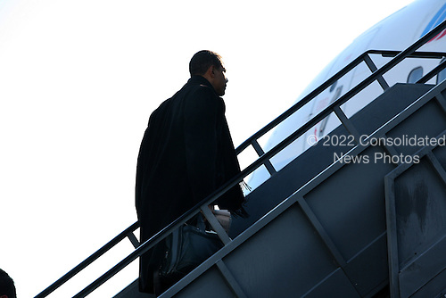 """Arlington, VA - January 16, 2009 -- United States President-Elect Barack Obama arrives at Reagan National Airport (DCA) to travel to Bedford Heights, Ohio to discuss his """"American  Recovery and Reinvestment Plan"""".  .Credit: Gary Fabiano - Pool via CNP"""