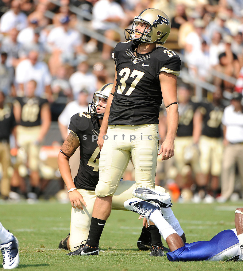 CARSON WIGGS, of the Purdue Boilermakers, in action during the Boilermakers game against Middle Tennessee State at Ross-Ade Stadium in West Lafayette, IN. Purdue beat Middle Tennessee State 27-24.