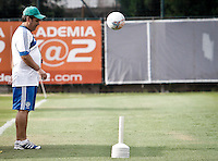 SÃO PAULO,SP,16 SETEMBRO 2013 - TREINO PALMEIRAS -  Gilso Kleina tecnico do Palmeiras durante treino do Palmeiras no CT da Barra Funda, zona oeste de Sao Paulo,na tarde desta segunda feira.O time se prepara para o jogo contra o Avaí amanhã no estádio da Resacada em Florianopolis.FOTO ALE VIANNA - BRAZIL PHOTO PRESS.