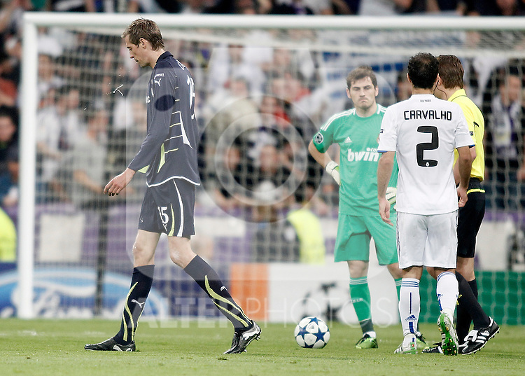 Tottenham Hotspur's Peter Crouch is sent off during Champions League Match. April 05, 2011. (ALTERPHOTOS/Alvaro Hernandez)