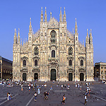 Europe, ITA, Italy, Lombardy, Milan, Typical front view of Milan Cathedral and Piazza del Duomo, Tourists....[ For each utilisation of my images my General Terms and Conditions are mandatory. Usage only against use message and proof. Download of my General Terms and Conditions under http://www.image-box.com or ask for sending. A clearance before usage is necessary...Material is subject to royalties. Each utilisation of my images is subject to a fee in accordance to the present valid MFM-List...Contact | archive@image-box.com | www.image-box.com ]