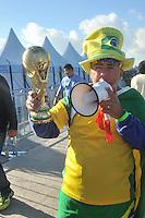 SAO PAULO - BRASIL -10-06-2014. Seguidores selección de fútbol de Brasil viven una fiesta previo al partido inaugural frente a Croacia en el estadio Arena de Sao Paulo de la Copa Mundial de la FIFA Brasil 2014./ Fans of Brazil National Soccer Team live a party, today 11 of June 2014, prior their inaugural match against Croatia at Arena Corinthians stadium the next Thursday 12 of June in the 2014 FIFA World Cup Brazil. Photo: VizzorImage / Alfredo Gutiérrez / Cont