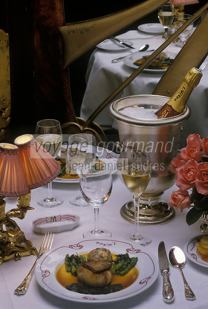 Europe/France/Ile-de-France/75008/Paris : Noisette d'agneau Edouard VII - Recette du restaurant Maxim's 3 rue Royale<br /> PHOTO D'ARCHIVES // ARCHIVAL IMAGES<br /> FRANCE 1990