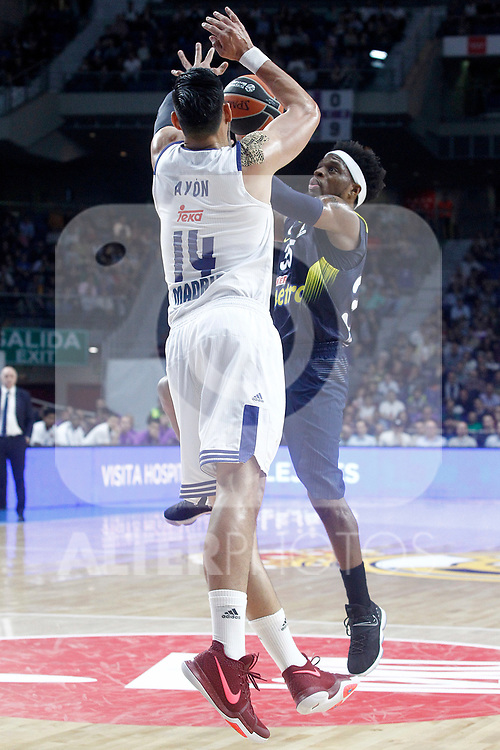 Real Madrid's Gustavo Ayon (l) and Fenerbahce Istambul's Bobby Dixon during Euroleague, Regular Season, Round 29 match. March 31, 2017. (ALTERPHOTOS/Acero)