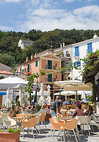 ITA, Italien, Basilikata, Hafen von Maratea: Marina di Maratea am Golf von Policastro - Cafes im Ortszentrum | ITA, Italy, Basilicata, harbour of Maratea: Marina di Maratea at Gulf of Policastro - cafes at village centre