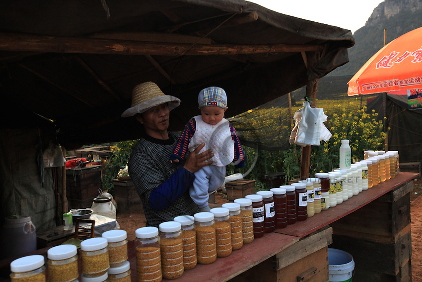 The beekeepers live with their families in their tents and travel from one flowering to another for eight months out of the year from south to north, crossing many provinces.