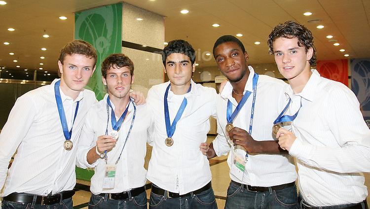 Fussball International U17 WM   Spiel um Platz 3   09.09.2007 Ghana  -  Deutschland Ghana  -  Germany GER Spieler mit der Bronze Medaille;  Konstantin Rausch, Jonas Strifler, Mehmet Ekici, Richard Sukuta-Pasu  und Mario Erb (v.li.)