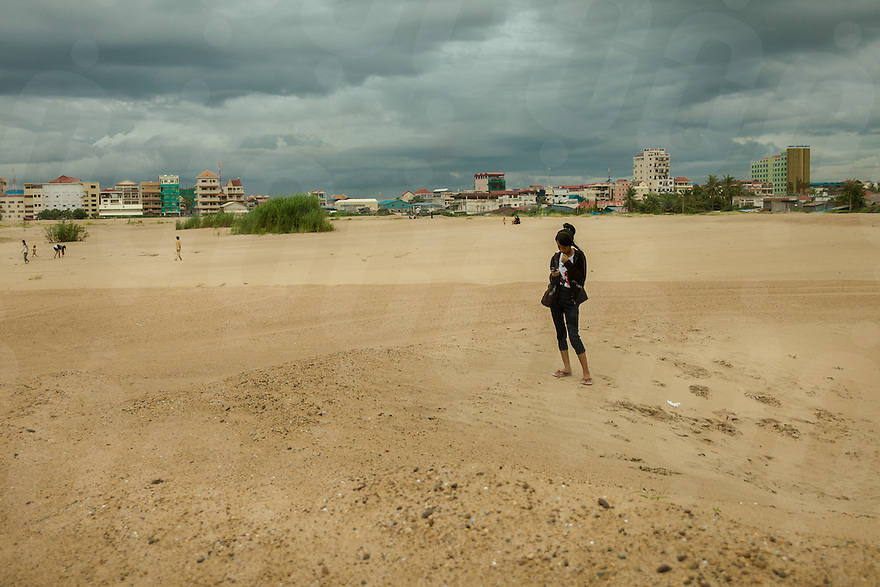 18/07/2012 - Boeung Kak, Phnom Penh one year after the evictions, the area is still a wasteland of sand. © Thomas Cristofoletti