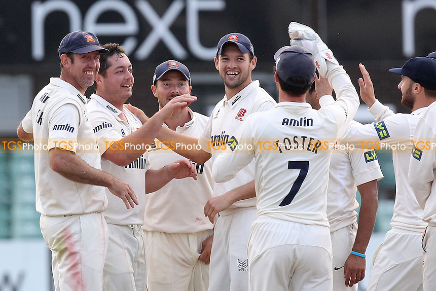 Jesse Ryder of Essex (2nd L) celebrates the wicket of Jigar Naik - Leicestershire CCC vs Essex CCC - LV County Championship Division Two Cricket at Grace Road, Leicester - 16/09/14 - MANDATORY CREDIT: Gavin Ellis/TGSPHOTO - Self billing applies where appropriate - contact@tgsphoto.co.uk - NO UNPAID USE