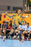TORONTO, CANADA, 24.07.2015 - PAN-HANDBALL - Alexandra Nascimento do Brasil durante partida contra Argentina na final do Handball Feminino no Centro de Exposições de Toronto nesta sexta-feira, 24. (Foto: William Volcov/Brazil Photo Press)